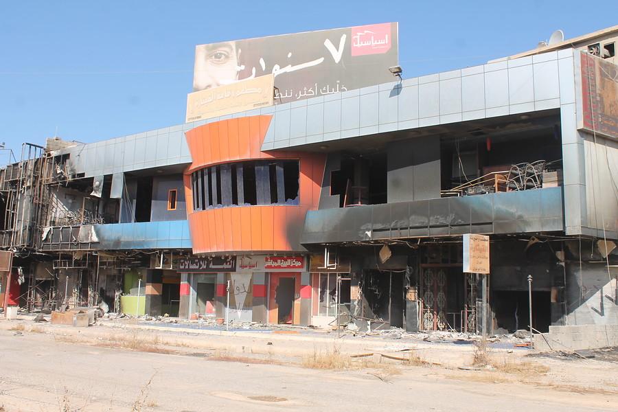 ACN_Zničené ulice mesta Bakhdida (Qaraqosh)