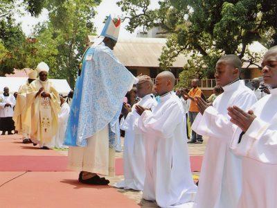 Kongo: Africké rekordy a budúci kňazi