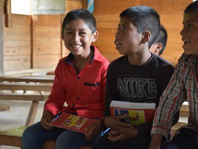 Deti v Mexiku sa tešia z nových Biblií