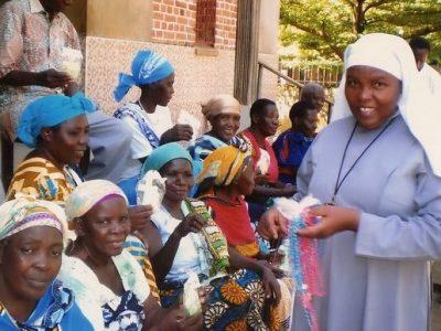 Tanzánia: Ružence, knihy a bicykle pre fatimský apoštolát