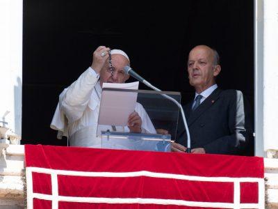 Pápež František požehnal 6000 ružencov pre kresťanov v Sýrii ako súčasť modlitebnej iniciatívy ACN za trpiacich