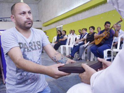 Väzňom v Peru napísal aj pápež František. Aj oni chcú spoznávať Boha