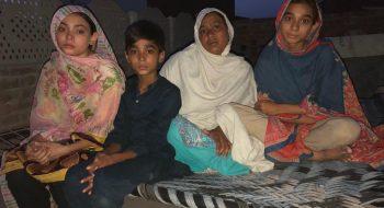 Nighat Šahbaz s deťmi