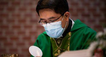 Covid-19 a pandémia koronavírusu sú veľkou skúškou pre Cirkev po celom svete