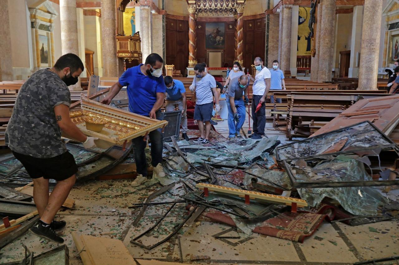 Zdemolovaná maronitská katedrála v Bejrúte