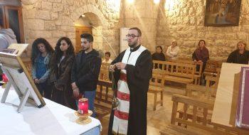 Mladý kňazi slúžia veriacim horlivo a s láskou