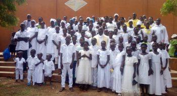 Deti z presídlených rodín po prvom svätom prijímaní