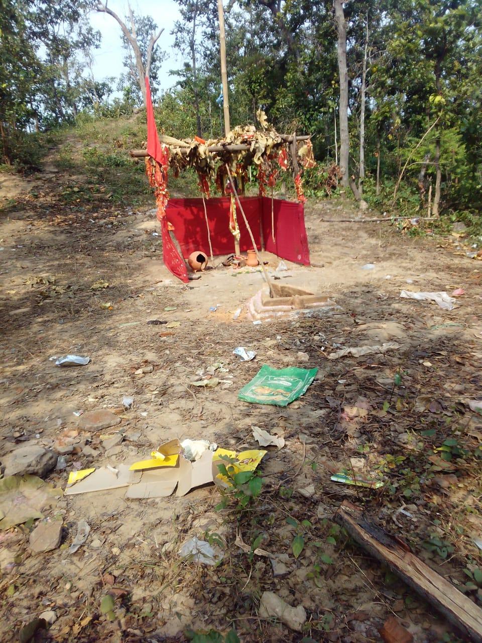 """Útočníci strhli kríž a na jeho mieste postavili provizórnu hinduistickú """"kaplnku"""""""